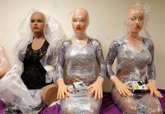 Почему мужчины покупают секс-кукол?