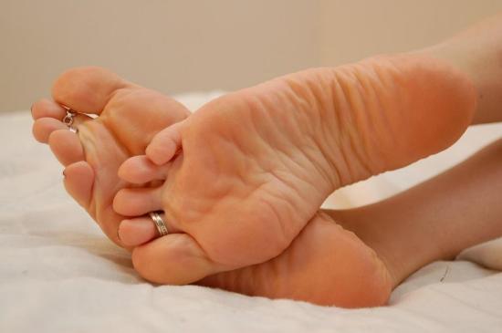 Сперма босиком женщины пяточки бастинадо фото видео фото жена берет