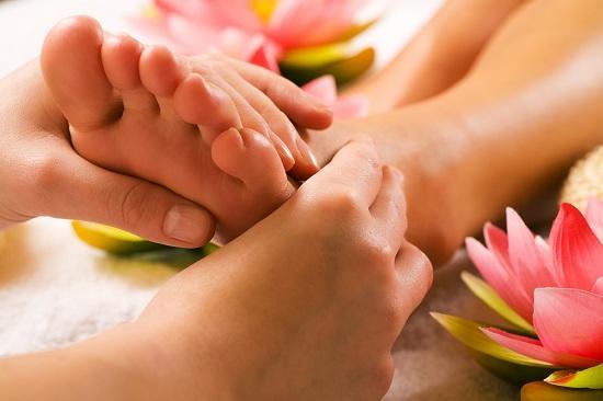 Как делать эротический массаж ног