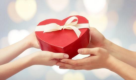 Кому можно дарить подарки из секс-шопа?