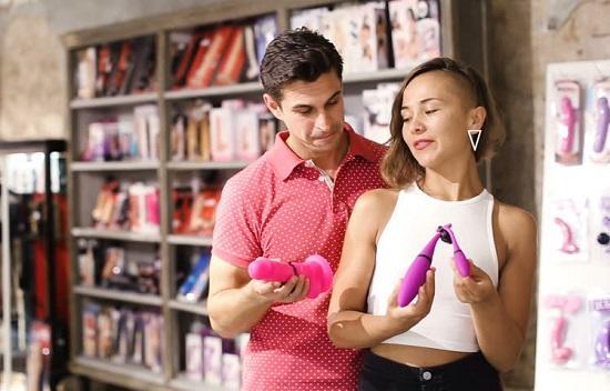 Почему секс-игрушки покупают «для друзей». Рассказ продавца из секс-шопа