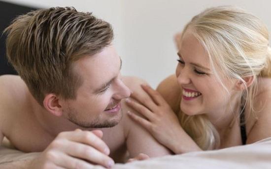 Плюсы и минусы присутствия фаллоимитатора в семейной спальне