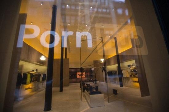 Первый магазин Pornhub