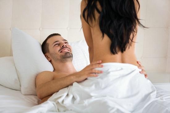 Женщина сверху: как сделать позу незабываемой?